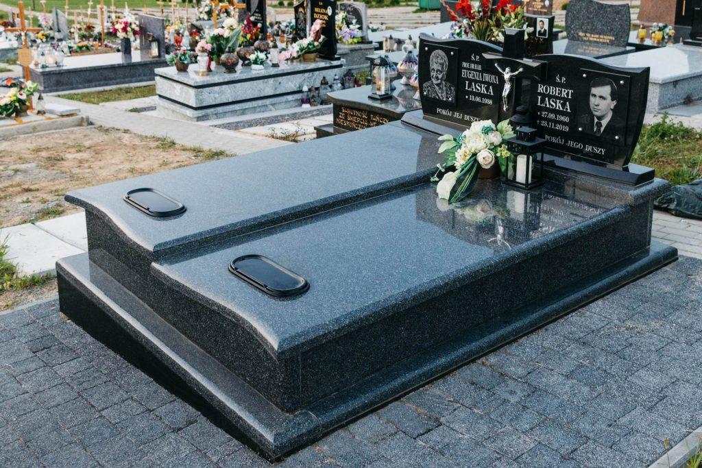 nagrobki granitowe podwójne z podwójną tablicą i krzyżem granitowym